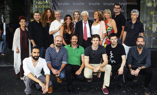 El padre Ángel , Balnca Cuesta , Nicolás Coronado con Marisa Nufrio y Antonio Vigo durante la exposición de 'Smylife Collection Beauty Art III'