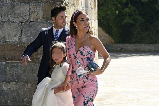 El cantante David Bustamante y la actriz Paula Echevarría durante la comunión de su hija Daniela en San Vicente de la Barquera, Santander /Gtres