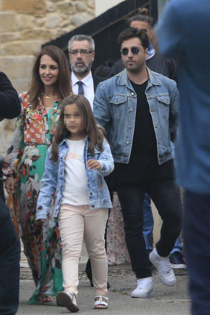David Bustamante,Paula Echevarria y su hija Daniela por las calles de San Vicente de la Barquera /Gtres