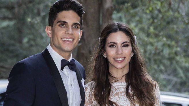 Marc Bartra y Melissa Jiménez el día de su boda /Gtres