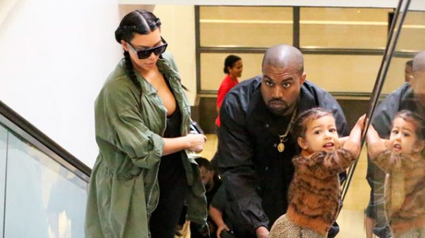 Kim Kardashian y Kanye West con su hija North
