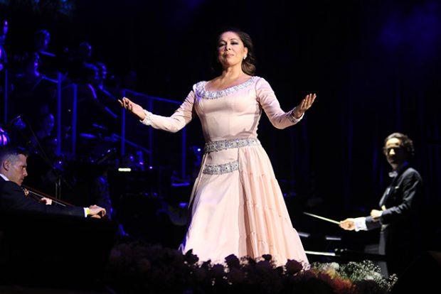El clan Pantoja hace piña ante el concierto menos multitudinario de Isabel