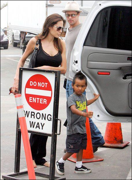 Angelina Jolie con su hijo Maddox
