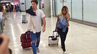 Isa Pantoja y Alejandro Albalá en el aeropuerto en una imagen de archivo / Gtres