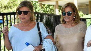 Teresa Campos, acompañada por su hija Terelu, a su salida de la Fundación Jiménez Díaz / Gtres
