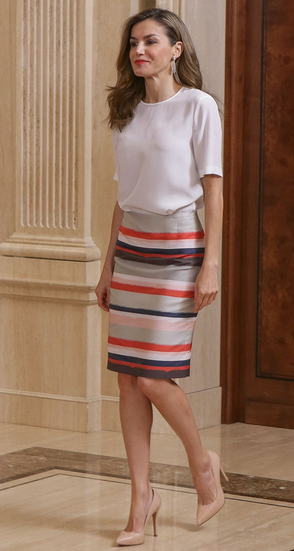 letizia falda rayas