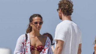 Alicia Vikander y Michael Fassbender en las playas de Formentera /Gtres