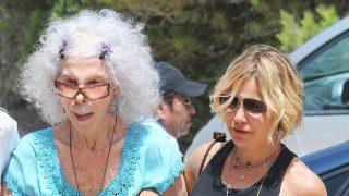 La duquesa de Alba con su hija Eugenia durante el verano de 2013 / Gtres
