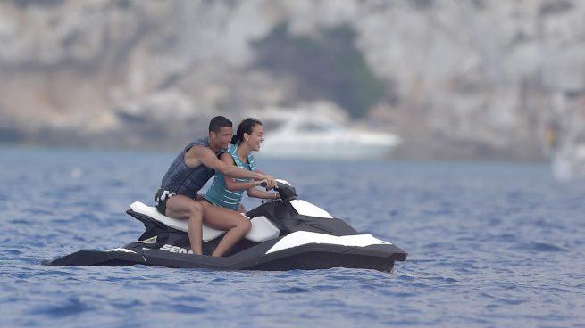 EN IMÁGENES: Un yate en alta mar, motos de agua…así están siendo las vacaciones de Cristiano y Georgina en Formentera