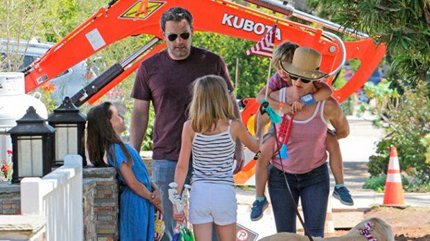 Ben Affleck y Jennifer Garner con sus hijos
