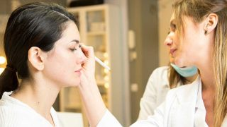 Haz clic en el vídeo para descubrir cuál es el tipo de ceja que mejor encaja con tu rostro. / Gtres