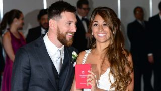 Messi y Antonella Roccuzzo el día de su boda en Rosario   PINCHA PARA VER LA LUJOSA VILLA EN LA QUE HAN PASADO SU LUNA DE MIEL