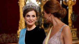 Haz clic en la galería para descubrir los grandes duelos de estilo de la reina Letizia. / Gtres