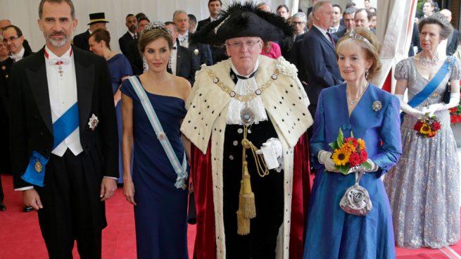 Los Reyes de España durante la cena con el alcalde de la City Of London / Gtres