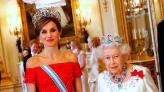 La reina Isabel y la reina Letizia en la cena de gala en Buckingham / Gtres