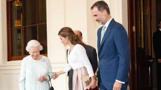La Reina Isabel II despide a los Reyes en Buckingham Palace / Gtres