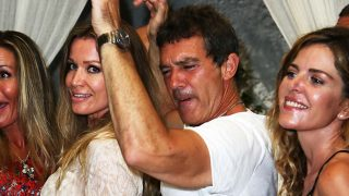 Antonio Banderas y Nicole Kimpel se divierten en una cena en el festival de Ischia / Gtres