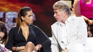 Gloria Camila y Edmundo Arrocet charlando durante el último debate de 'Supervivientes' /Gtres (PINCHAR EN IMAGEN PARA VER GALERÍA)