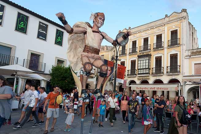 Pasacalles en Mérida / Festival Internacional de Teatro de Mérida