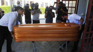 GALERÍA: Llegada del féretro con los restos mortales de Miguel Blesa al tanatorio de Córdoba / Gtres