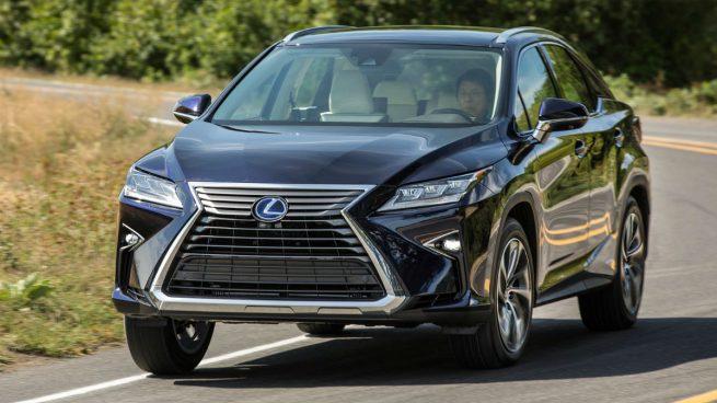 El Lexus tiene varios modos de conducción y el selector permite un modo sport y un modo sport plus muy adecuados para carreteras más viradas que las autopistas.