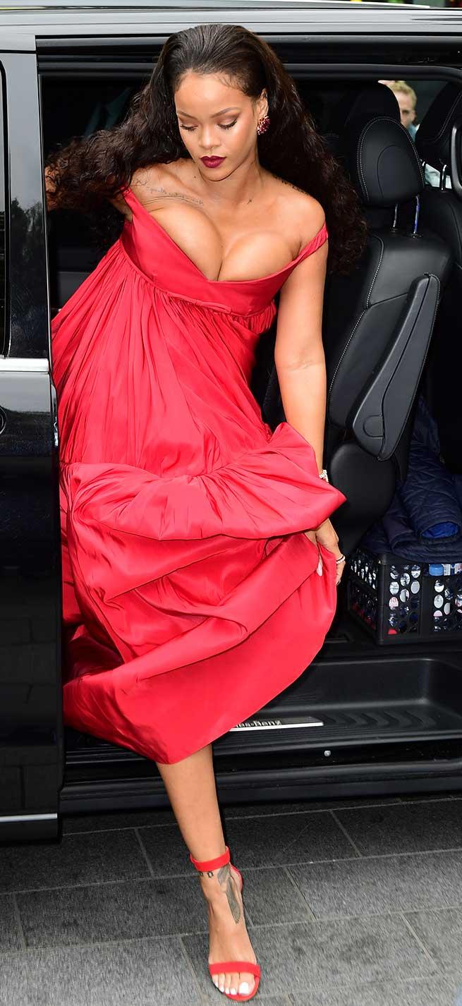 Rihanna llegando a Londres / Gtres