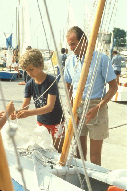 Felipe de niño con su padre, el entonces rey Juan Carlos