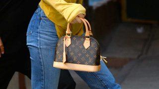 El nuevo bolso de Kendall Jenner firmado por Louis Vuitton. / Gtres