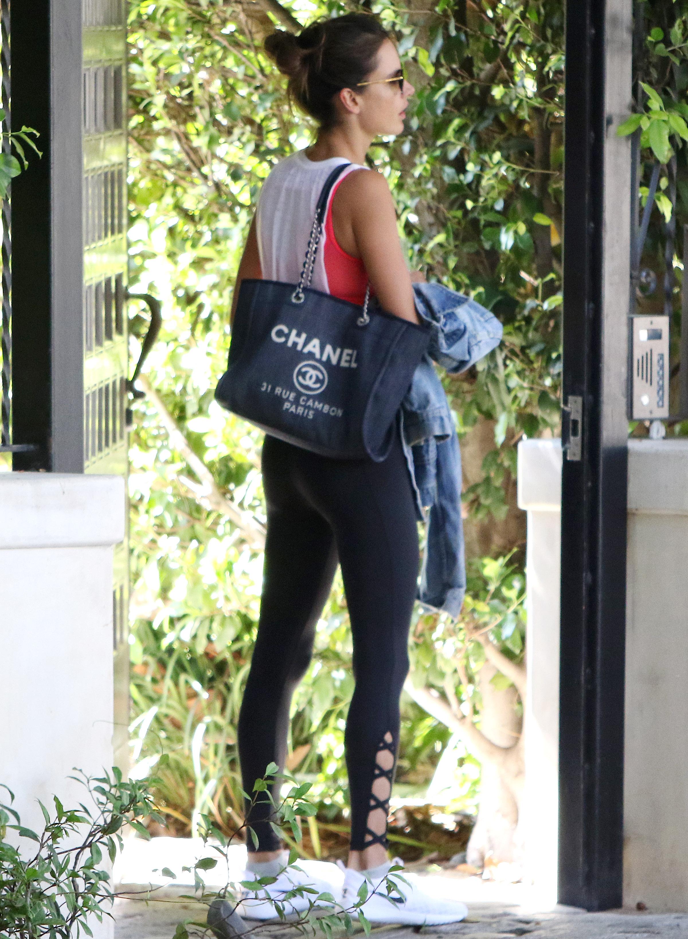 Alessandra Ambrosio Bolso Chanel Gimansio