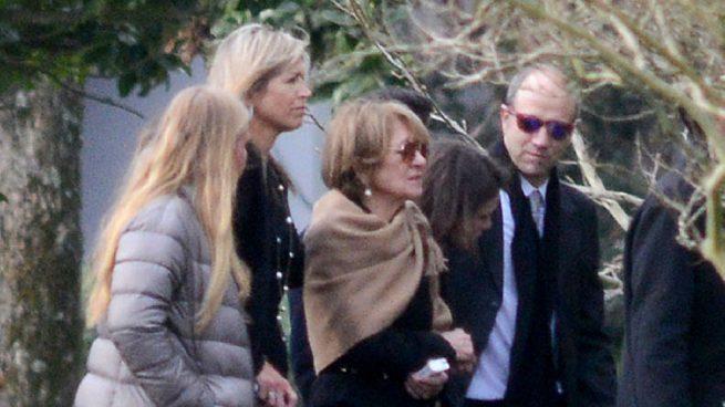 Máxima de Holanda acompañada por su familia en el entierro de su padre