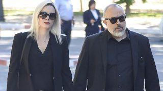El director Álex de la Iglesia y su mujer, la actriz Carolina Bang, despiden a Terele Pávez en Madrid / Gtres