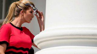 Ivanka Trump durante el eclipse solar / Gtres
