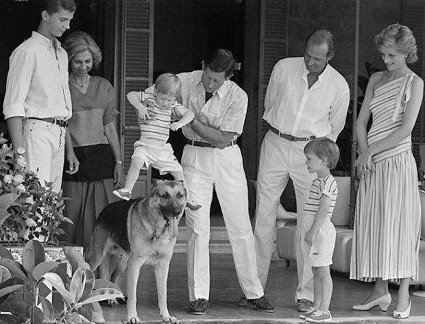 Lady Di, el príncipe Carlos y sus hijos Harry y William