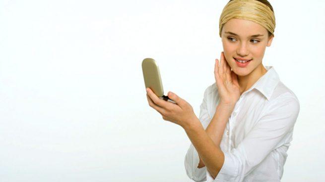 Ya existe el espejo mágico que corrige tus imperfecciones