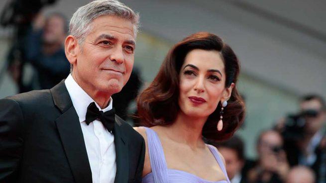 Amal Clooney sigue conquistando Venecia con sus looks dentro y fuera de la alfombra