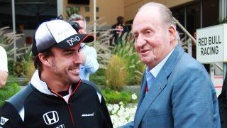 El rey Juan Carlos y Fernando Alonso en una imagen de archivo / Gtres