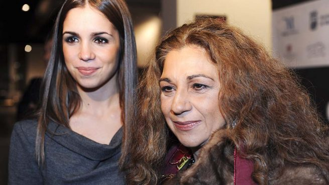 """""""Asquerosas"""" y """"lesbianas"""": los últimos insultos que Lolita Flores y Elena Furiase han recibido en las redes"""