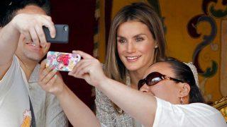 GALERÍA: El lado más accesible de doña Letizia, la reina del selfie / Gtres