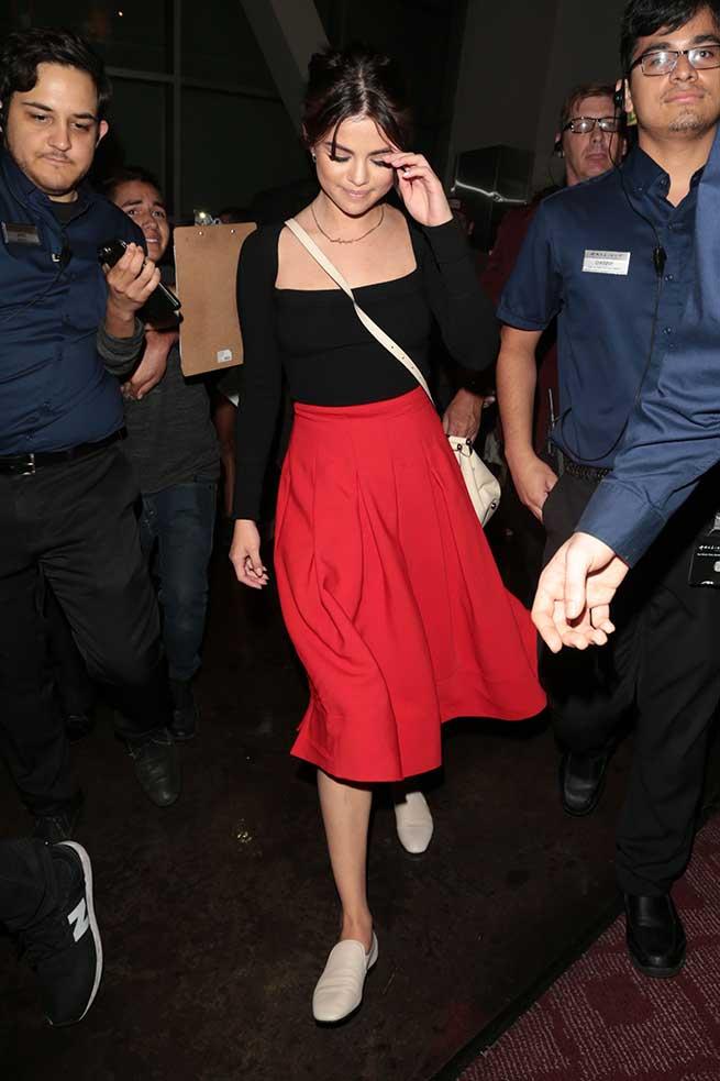 Selena falda roja