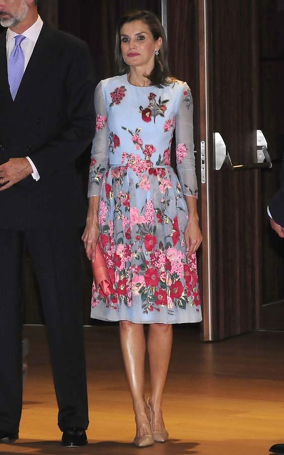 Reina Letizia Corte Pelo Look Carolina Herrera Vestido Flores