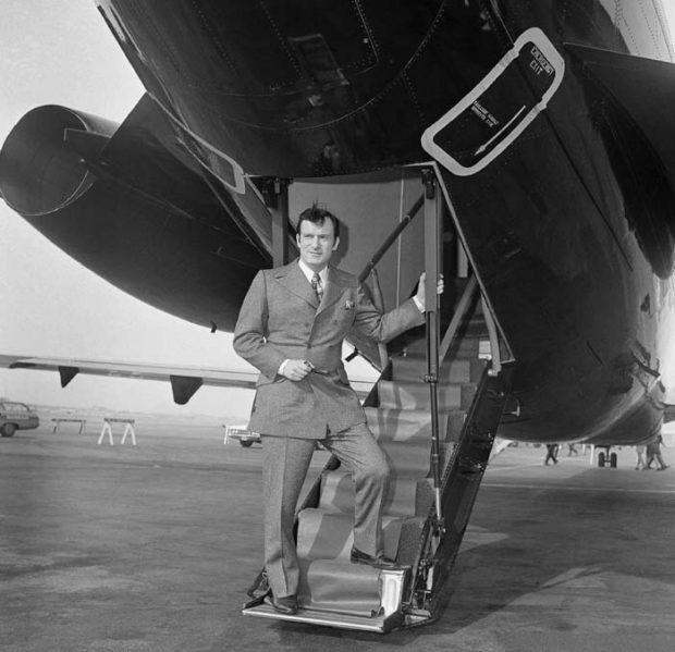 Hugh Hefner estrena su nuevo avión en Chicago en 1970 / Gtres
