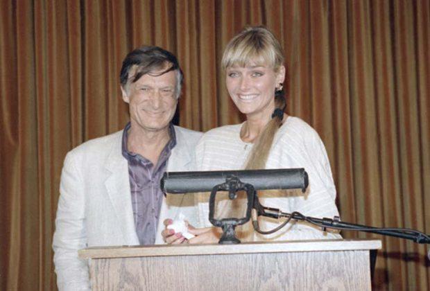 Hugh Hefner y su mujer Kimberly Conrad en 1988 / Gtres