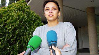La cantante Chenoa llorando en la puerta de su casa cuando anunció su ruptura con Bisbal / Gtres
