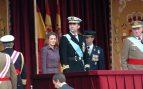 La reina Letizia durante el desfile militar del 12 de octubre de 2004 / Gtres