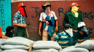 Susan Meiselas. Muchachos esperando el contraataque de la Guardia Nacional. Matagalpa, Nicaragua (1978) de la serie Nicaragua (c) Susan Meiselas / Magnum Photos, 2017.