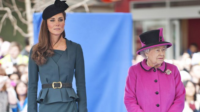 La reina Isabel y Kate Middleton/ Gtres