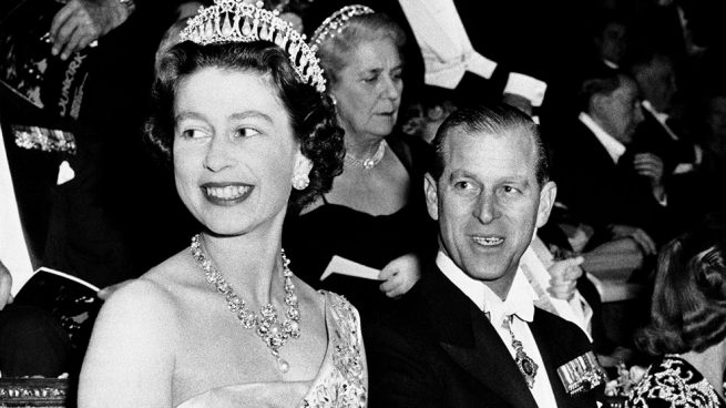 La muerte de varios amigos ensombrece el 70º aniversario de boda de la reina Isabel