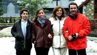 Alonso y Ana junto a sus padres /Gtres