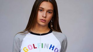 Dora Postigo posa con una de las prendas de la última colección de David Delfín.