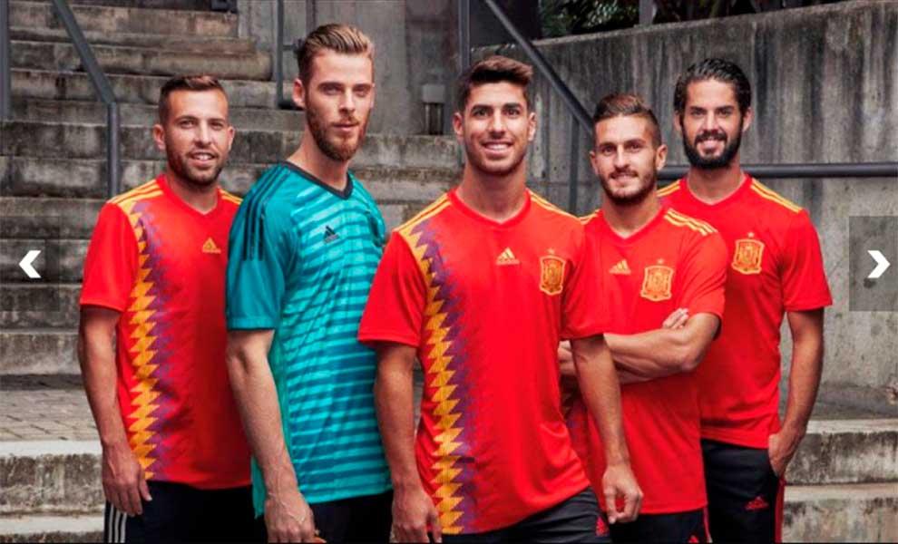 c4b73148dc302 La Selección Española se suma (con polémica) a la moda retro